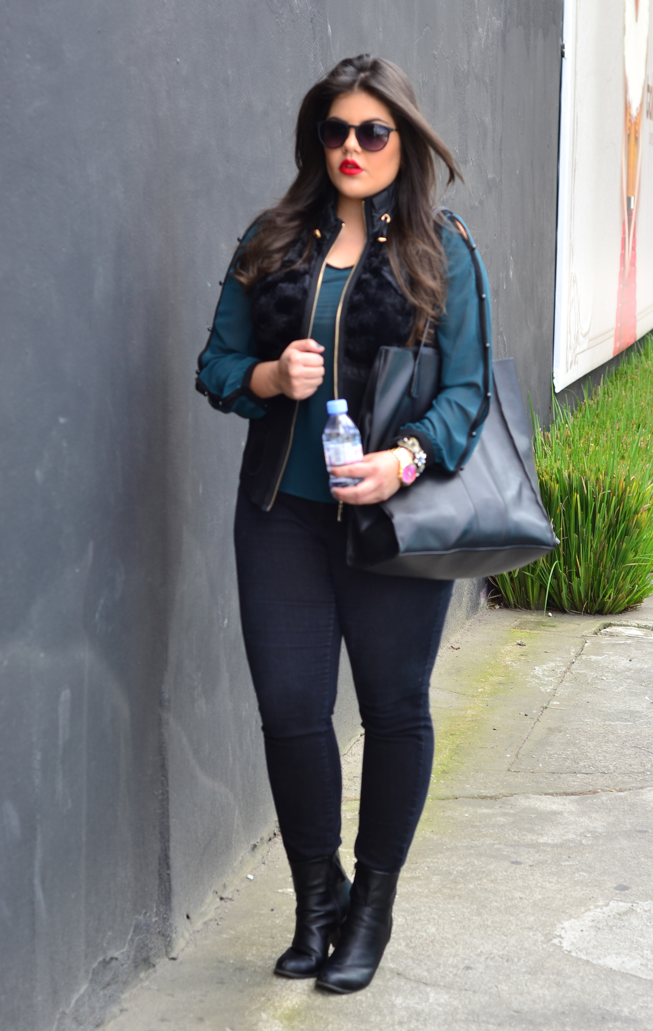 Outfit Jeans Negro Y Botines