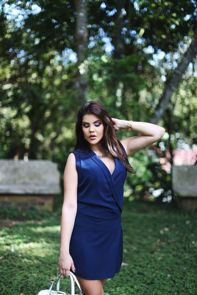 vestido azul medio cuerpo